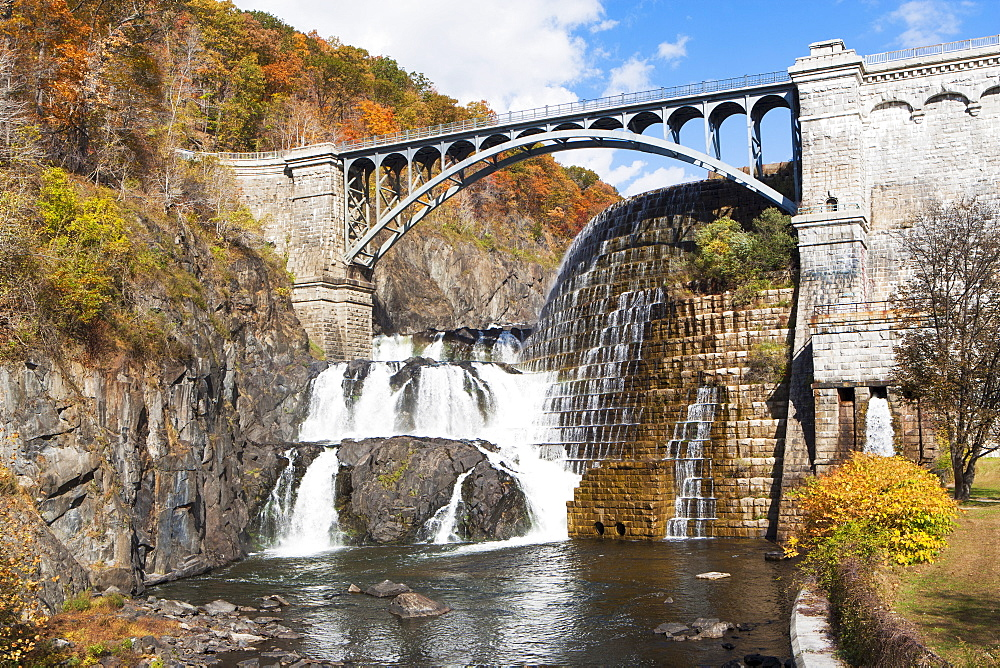 Dam and bridge, USA, New York State, Croton on Hudson