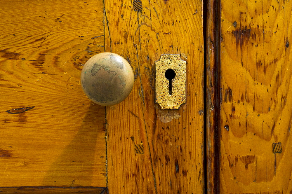 USA, South Carolina, Charleston, Close up of doorknob and keyhole