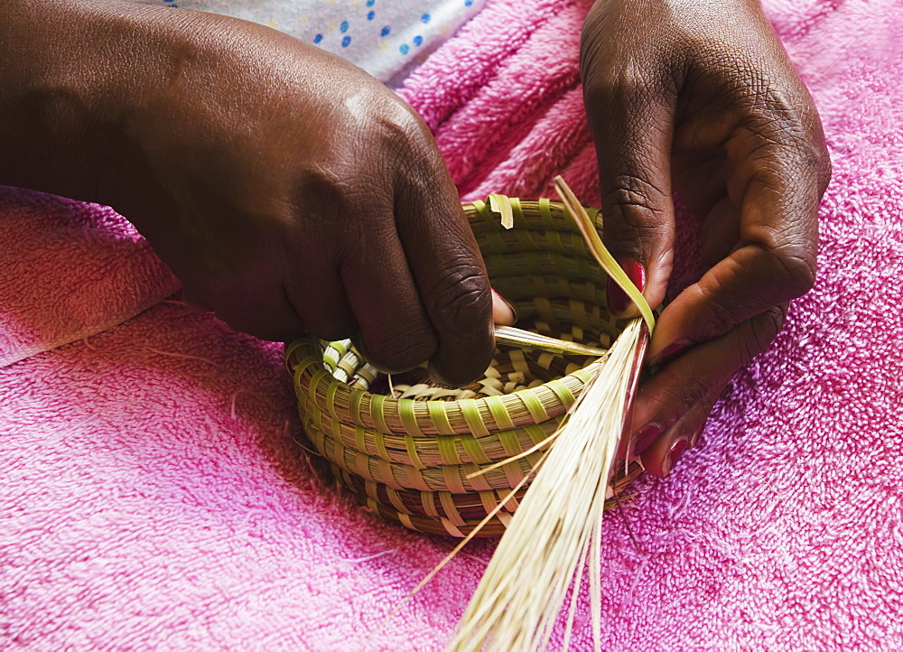 USA, South Carolina, Charleston, Hands of worker weaving sweetgrass
