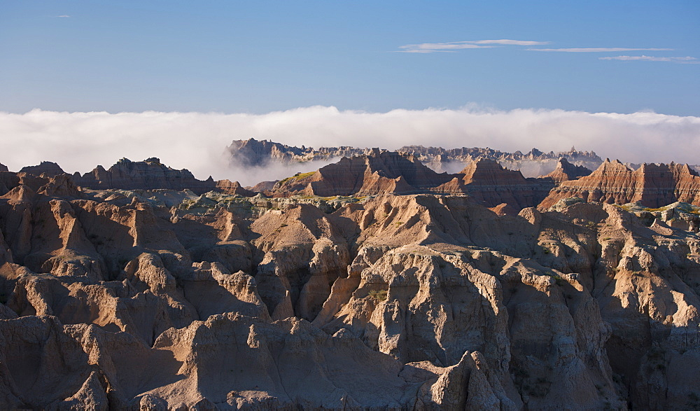 USA, South Dakota, Mountains in morning fog in Badlands National Park