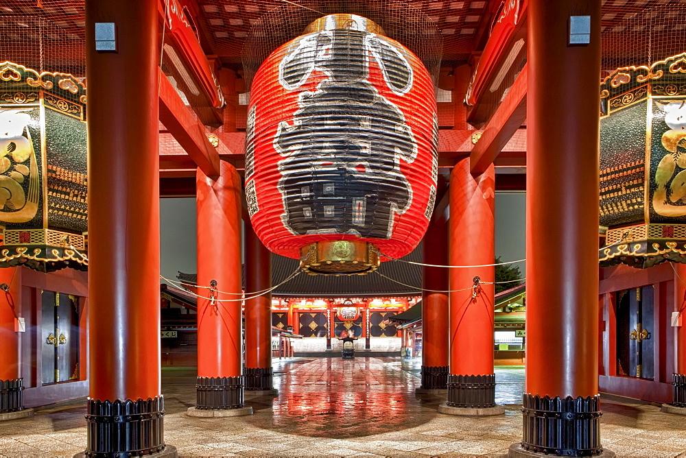 Japan, Tokyo, Asakusa, Senso-Ji Temple, entrance under paper lantern, Japan, Tokyo, Asakusa, Senso-Ji Temple