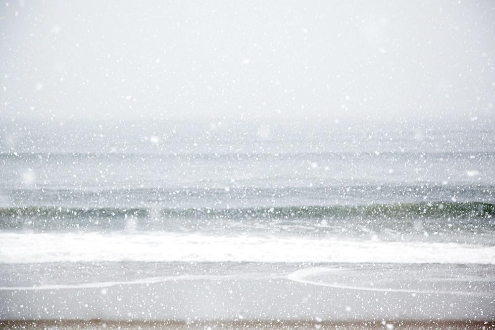 USA, New York State, Rockaway Beach, snow storm on beach