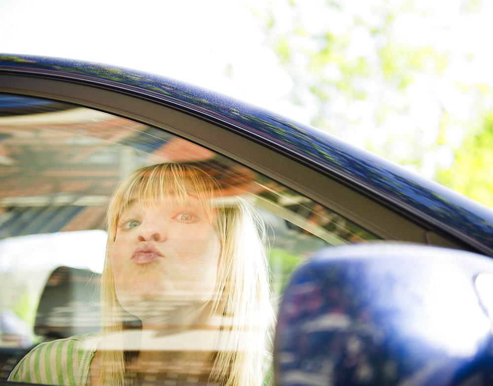 USA, New York, Williamsburg, Brooklyn, Portrait of woman in car