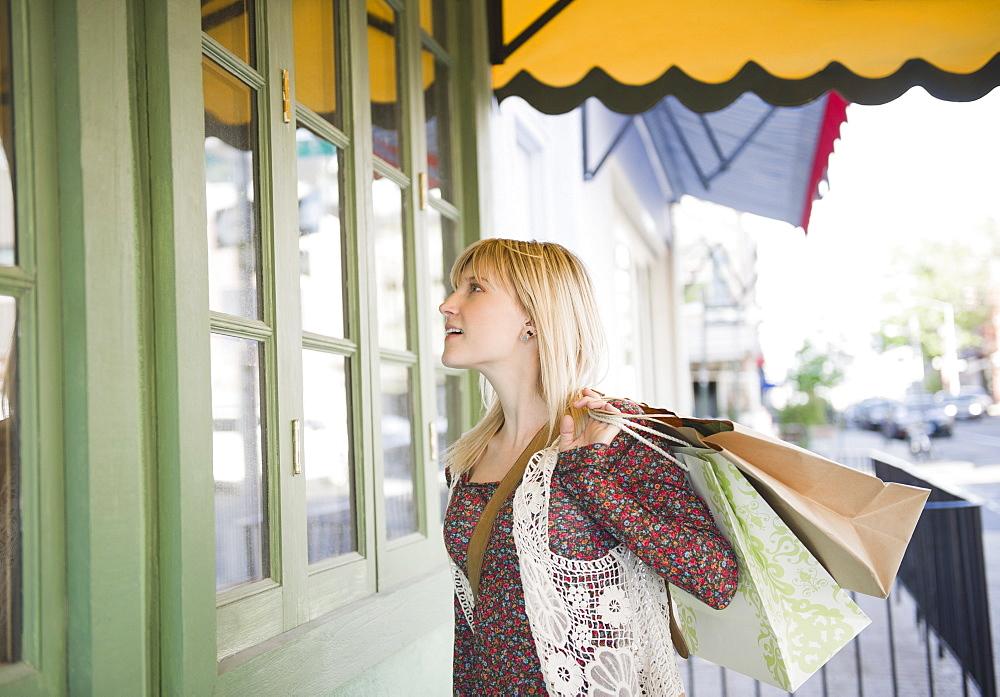 USA, Brooklyn, Williamsburg, Woman with shopping bags