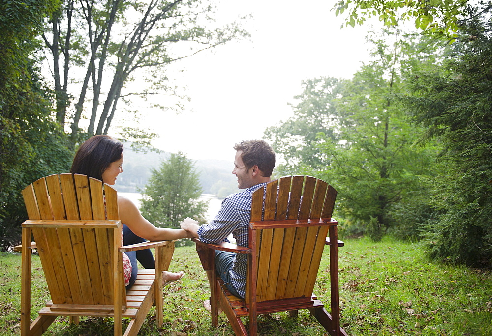USA, New York, Putnam Valley, Roaring Brook Lake, Couple relaxing by lake