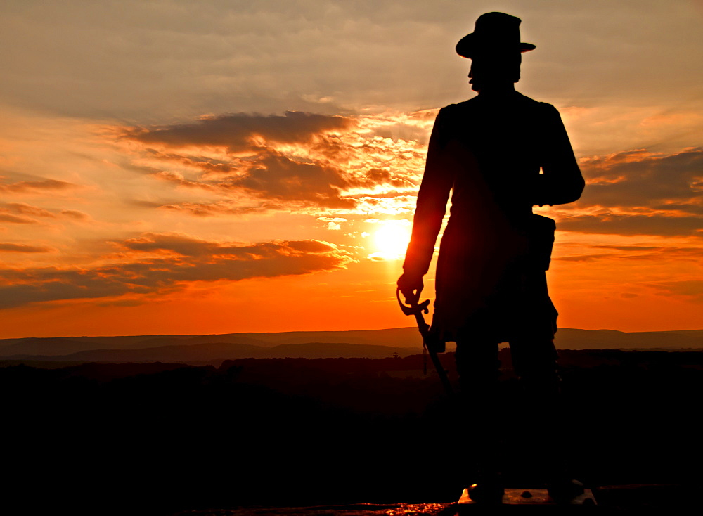 USA, Pennsylvania, Gettysburg, Little Round Top, statue of soldier at sunset