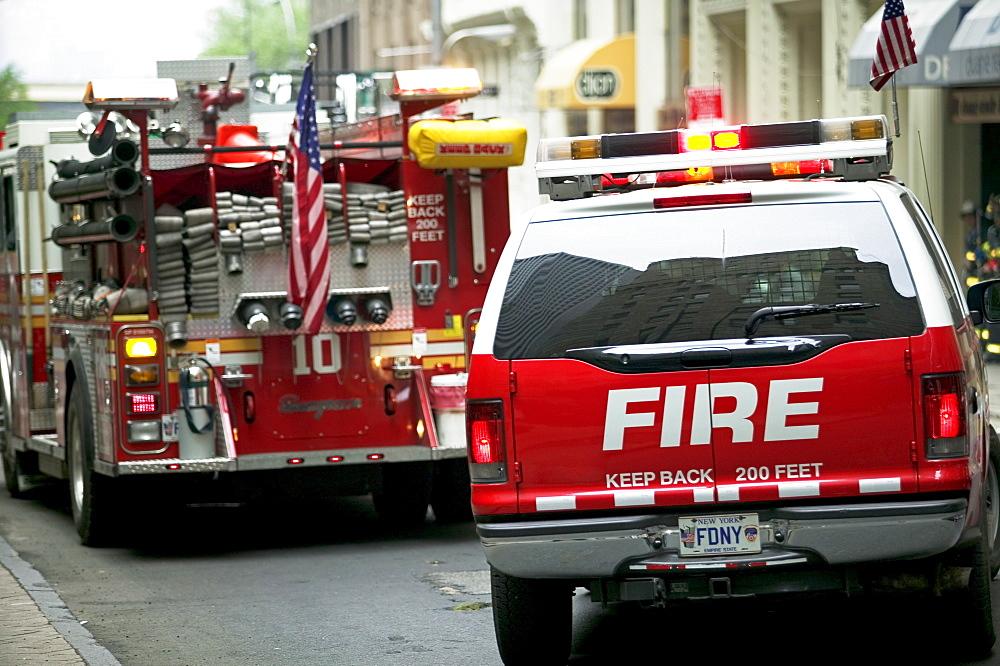 Fire trucks in urban area - 1178-18935