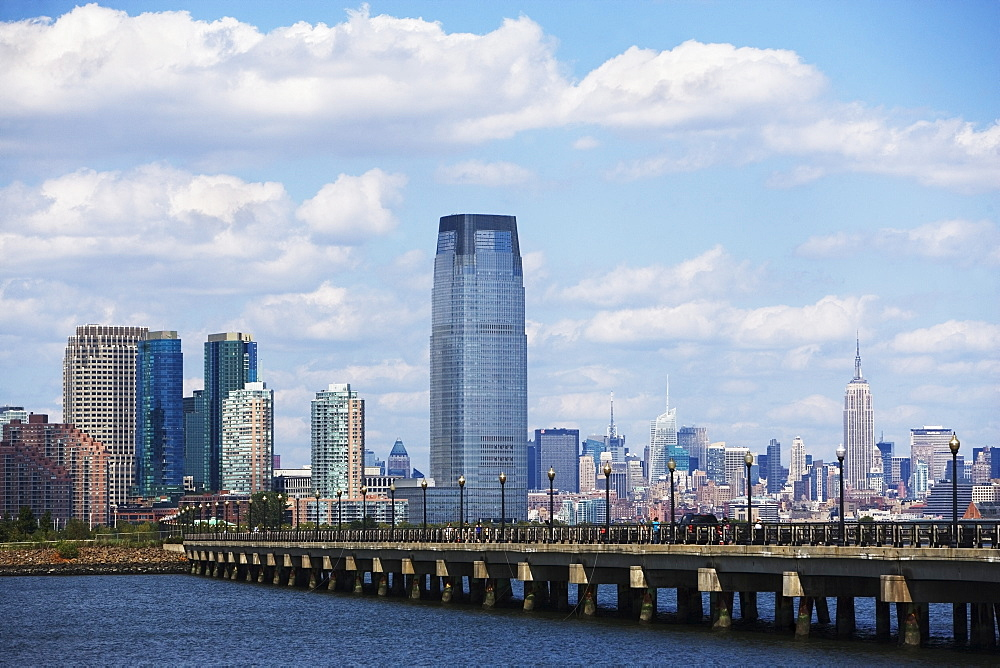USA, New Jersey, Jersey City, Promenade, skyline in background