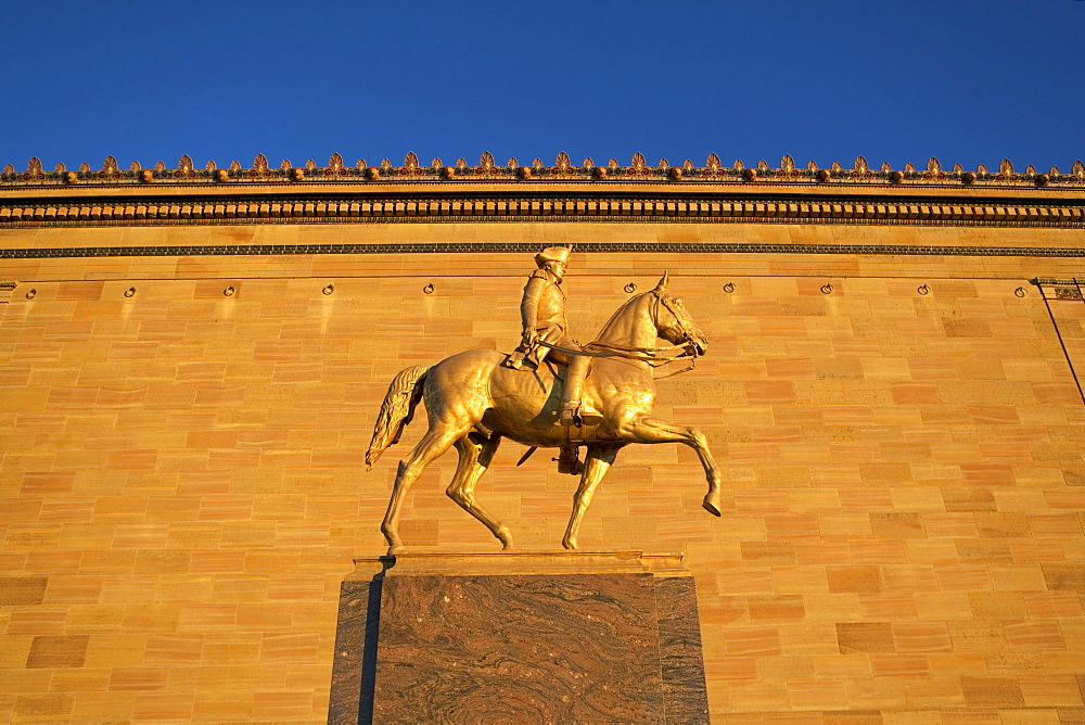 USA, Pennsylvania, Philadelphia, Statue in front of Philadelphia Museum of Art at sunset