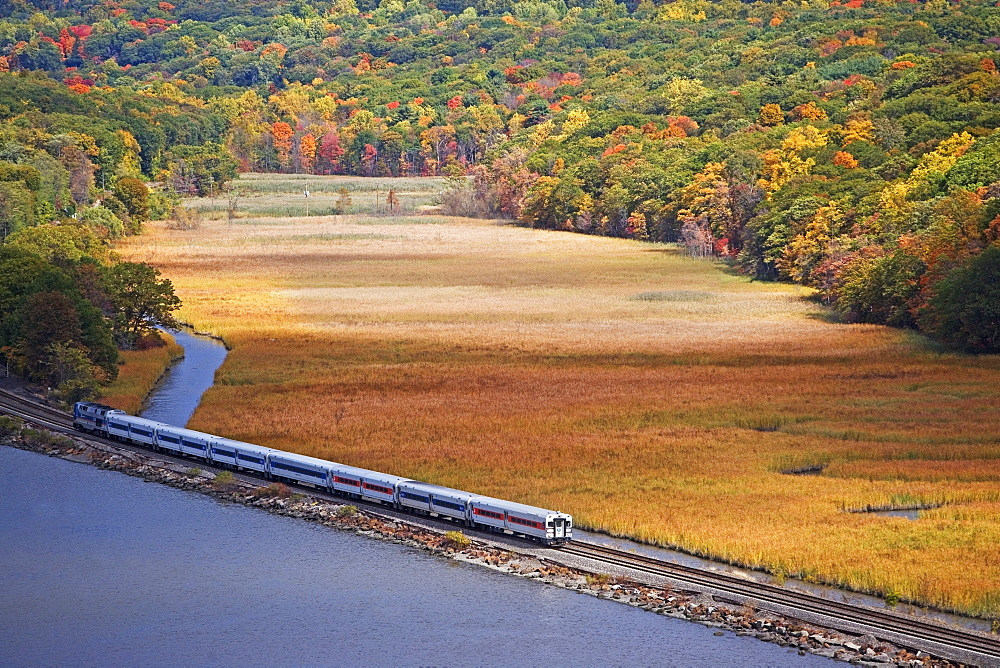 USA, New York, Bear Mountain, train going along lakeshore