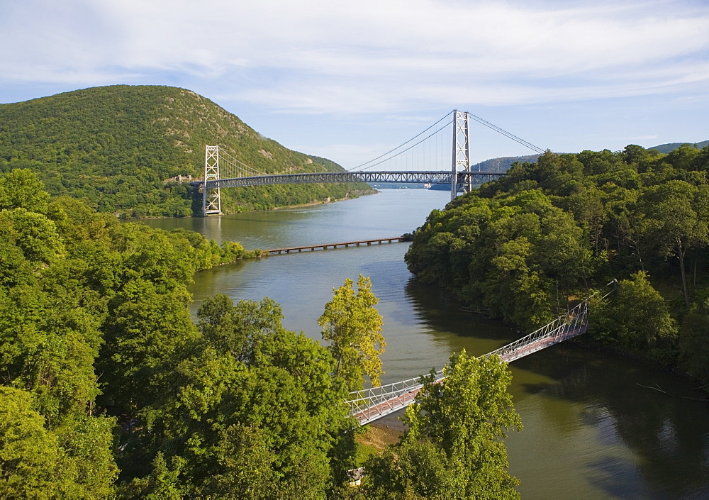 USA, New York State, Bear Mountain, Suspension bridge over river