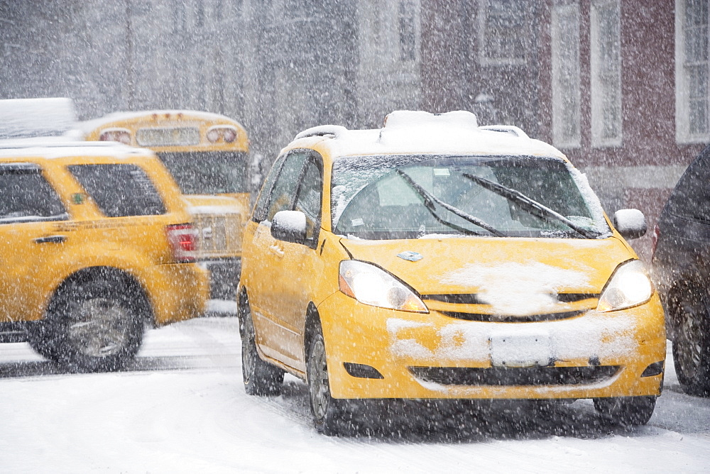 USA, New York City, traffic in blizzard