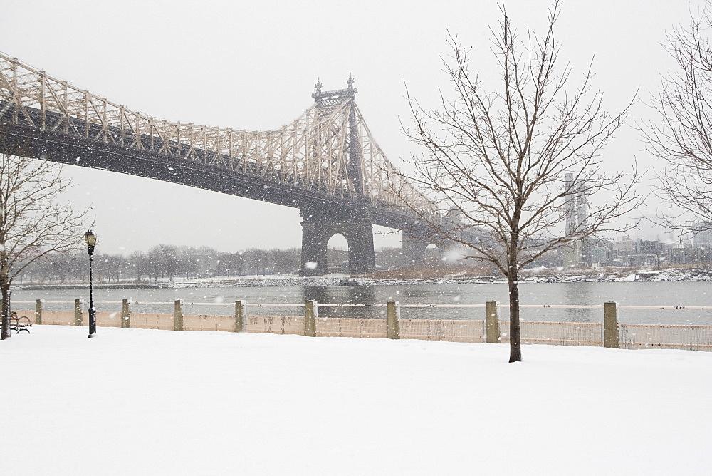 USA, New York City, Queensboro Bridge in winter - 1178-20601