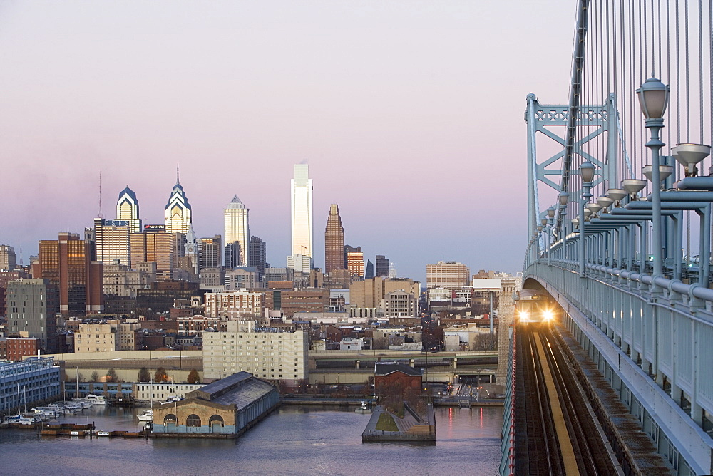 USA, Pennsylvania, Philadelphia, view at Benjamin Franklin Bridge at sunset