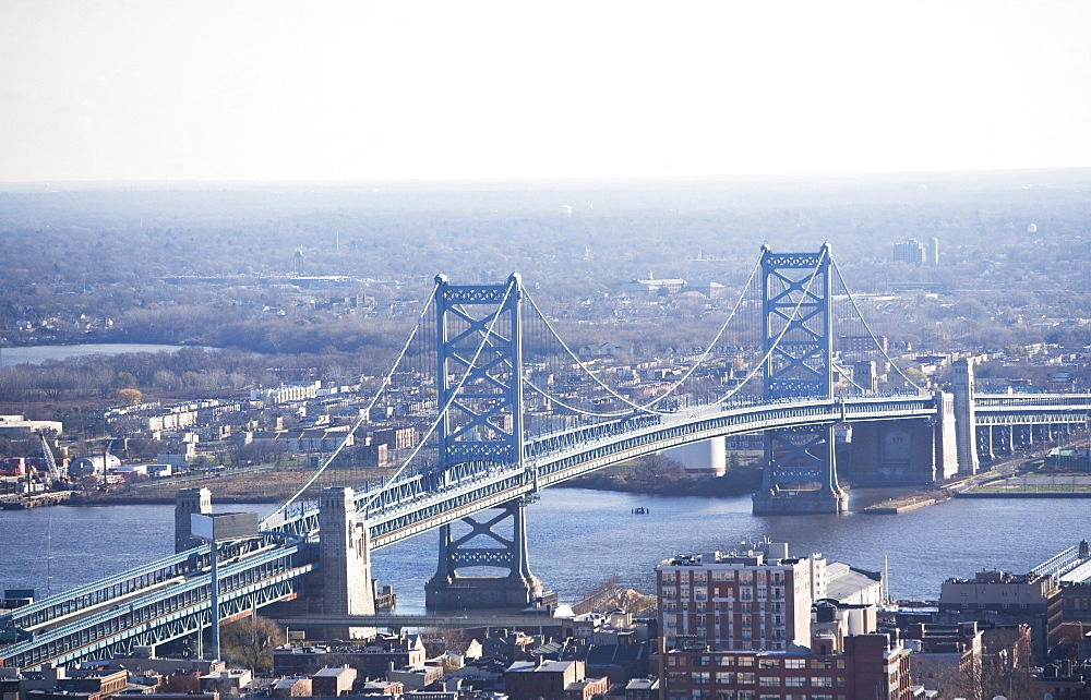 USA, Pennsylvania, Philadelphia, cityscape with Ben Franklin Bridge