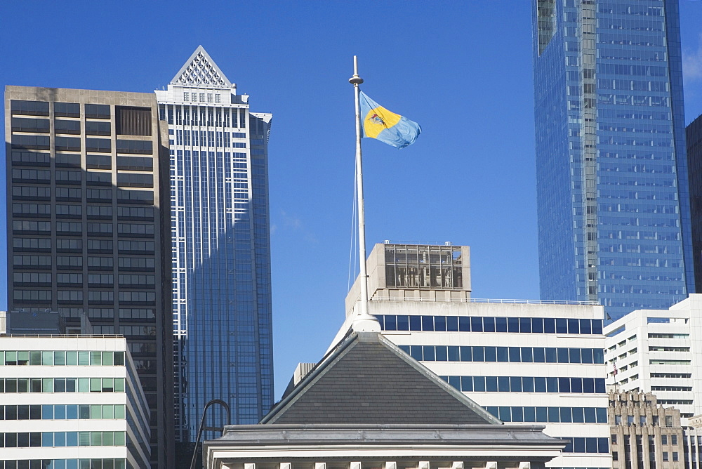 USA, Pennsylvania, Philadelphia, view of state flag on top of skyscraper