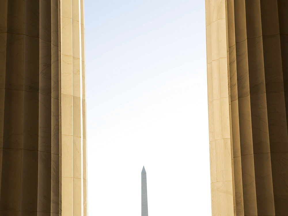 USA, Washington DC, Washington Monument between columns