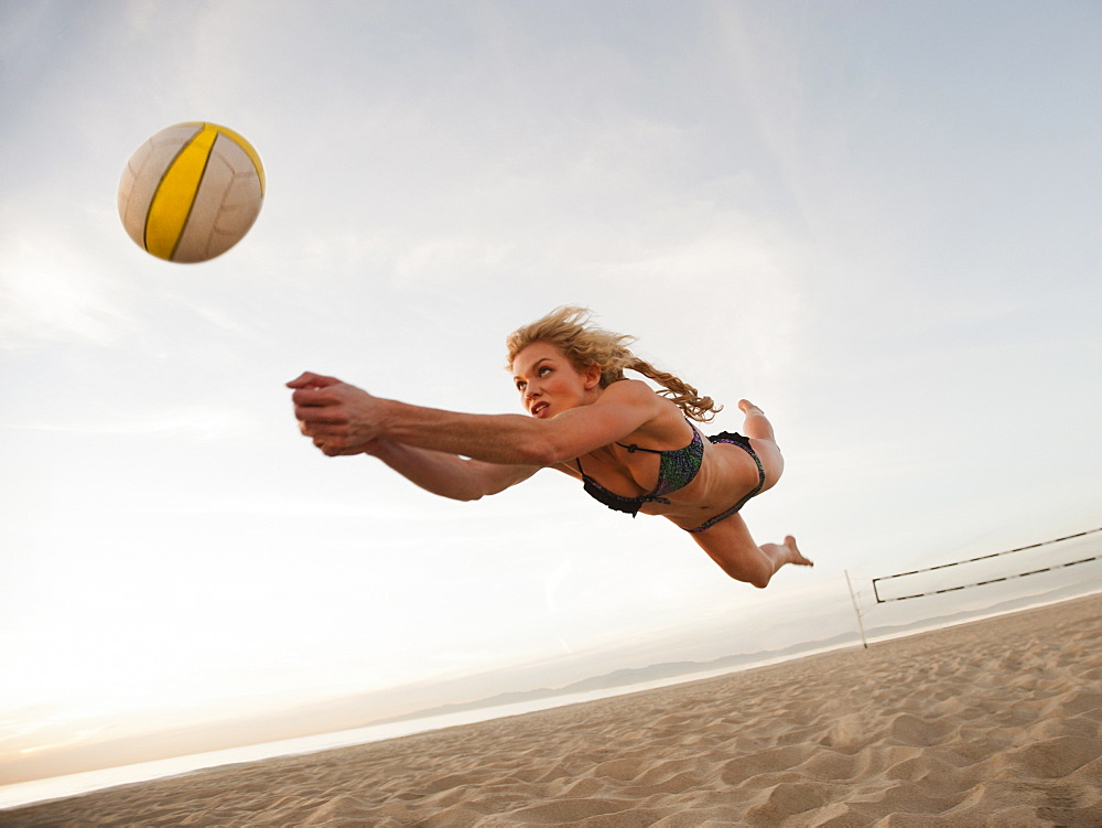 USA, California, Los Angeles, woman playing beach volleyball - 1178-22913