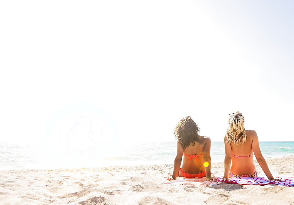 Female friends on beach, USA, Florida, Jupiter