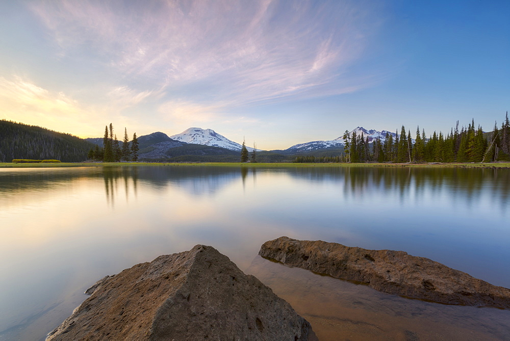 View of Sparks Lake at sunset, USA, Oregon, Sparks Lake
