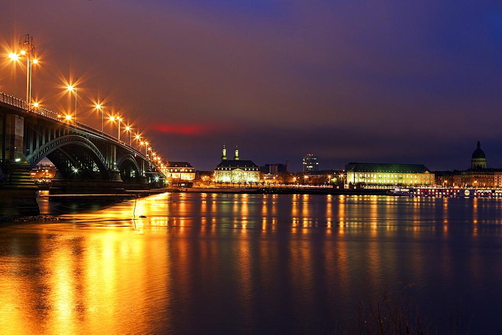 Illuminated Theodor Heuss Bridge and waterfront skyline, Germany, Rhineland-Palatinate, Mainz, Theodor Heuss Bridge,Christuskirche