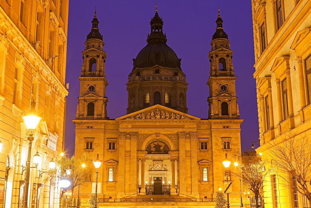 Facade of Saint Stephen's Basilica, Hungary, Budapest, Saint Stephen's Basilica