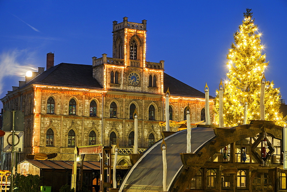 Illuminated Christmas tree and town hall, Germany, Thuringia, Weimar