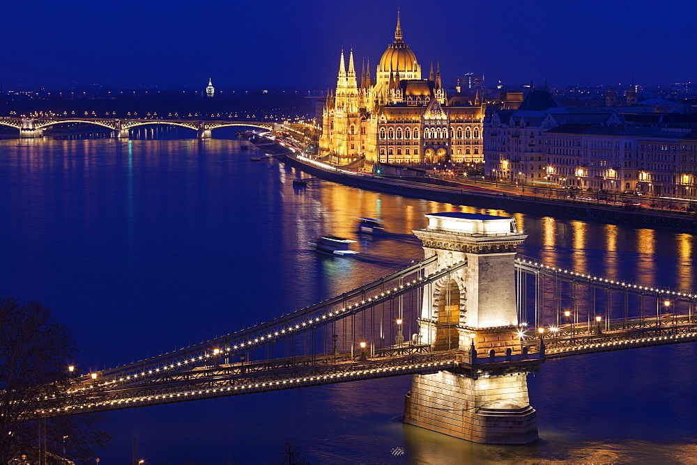 Chain Bridge and Hungarian Parliament, Hungary, Budapest, Chain bridge, Hungary Parliament