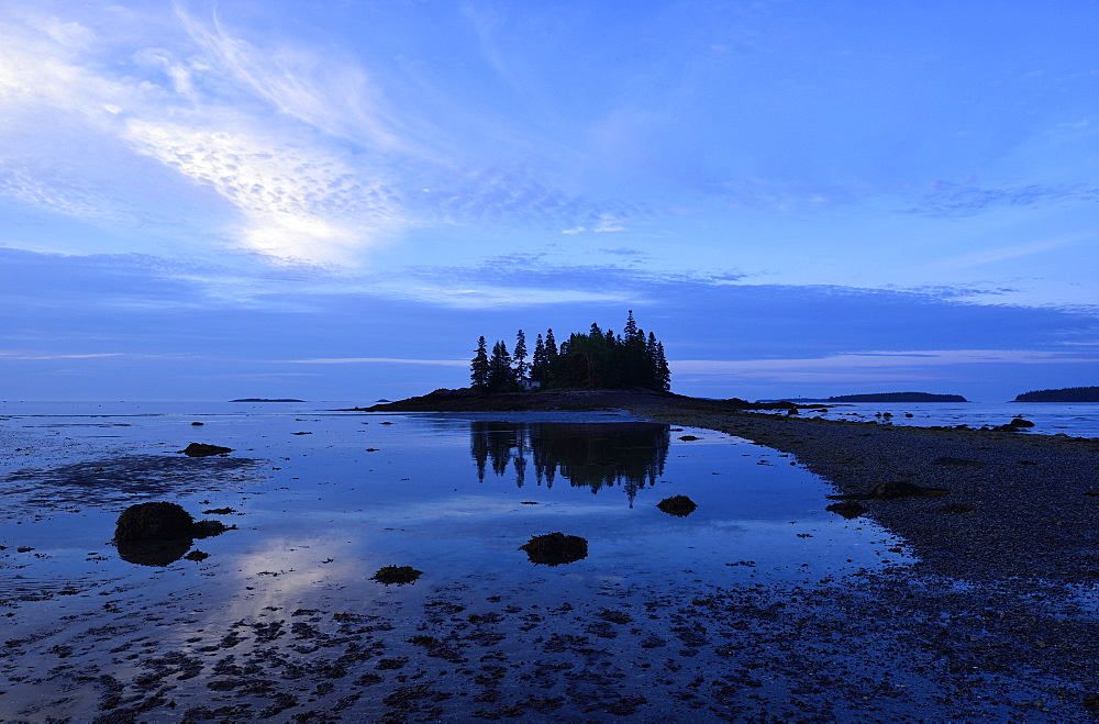 Low tide at Owls Head at dawn, USA, Maine, Penobscot Bay
