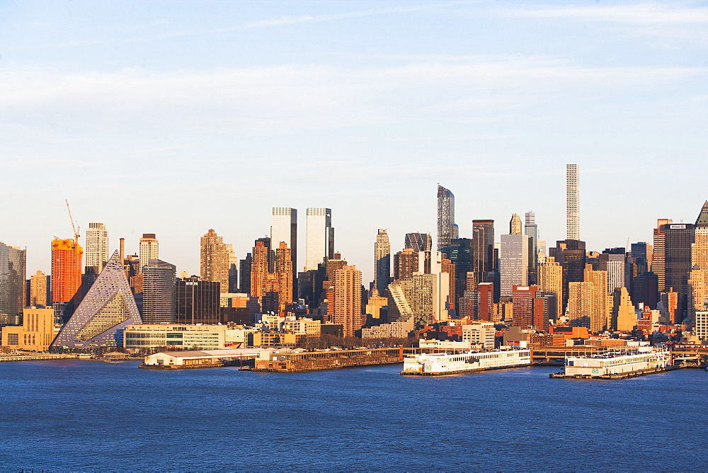 USA, New York State, New York City, Manhattan, City panorama seen across Hudson River