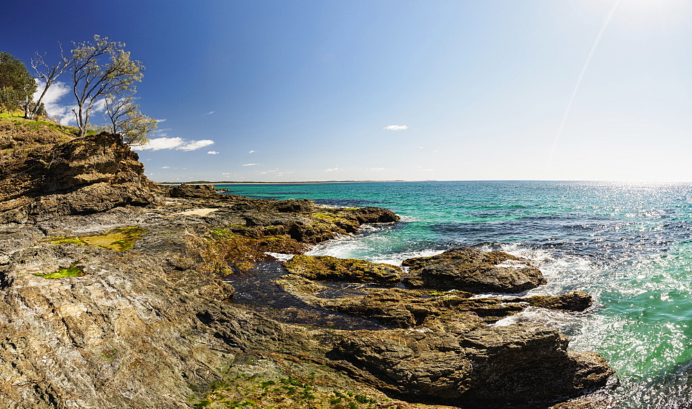 Australia, New South Wales, Port Macquarie, Rocky beach at ocean