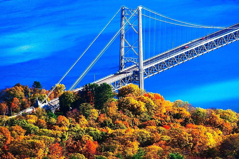 USA, New York, Bear Mountain with bridge above blue river