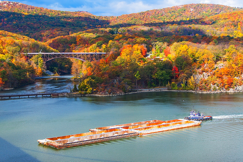 USA, New York, Bear Mountain in autumn