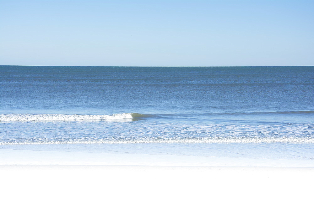 USA, North Carolina, Surf City, Clear sky over beach