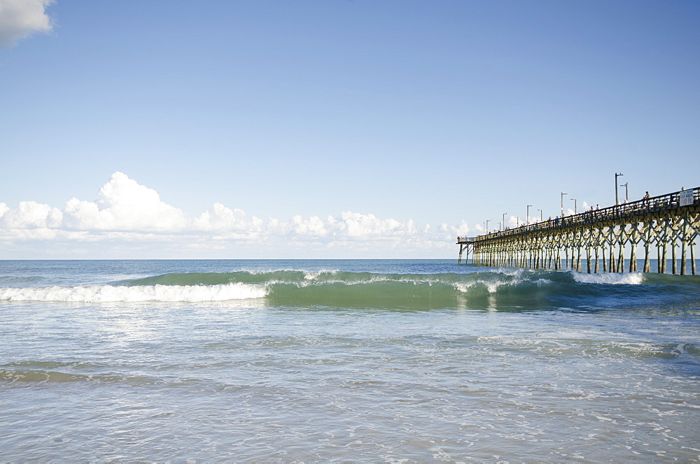 USA, North Carolina, Topsail island, Surf City, Seascape with pier