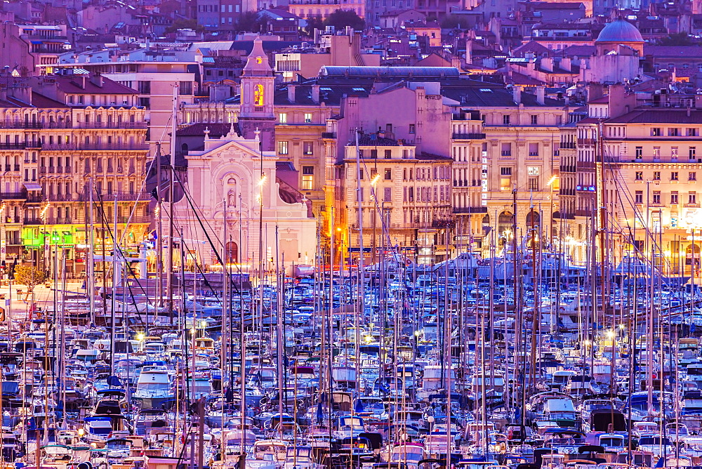 France, Provence-Alpes-Cote d'Azur, Marseille, Cityscape with Vieux port - Old Port at sunset
