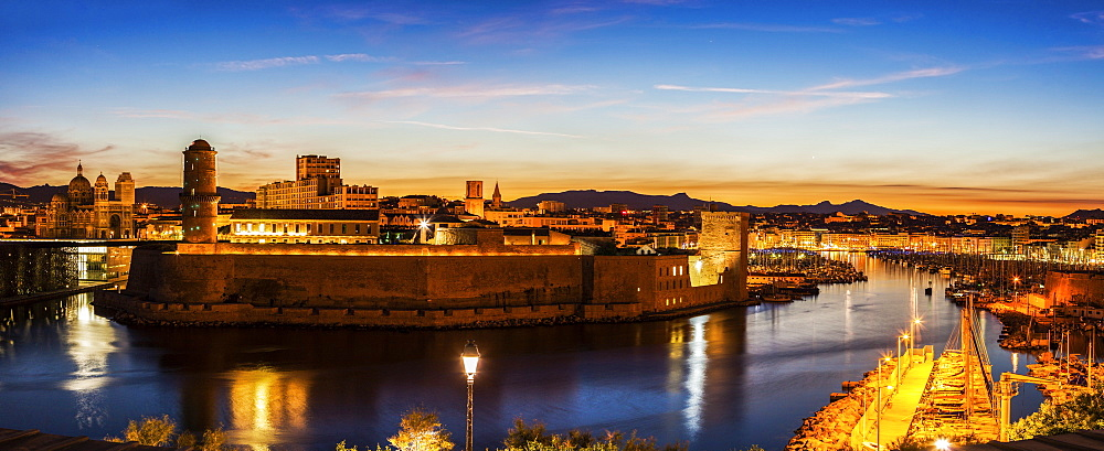 France, Provence-Alpes-Cote d'Azur, Marseille, Fort Saint-Jean and Marseille Cathedral at sunset