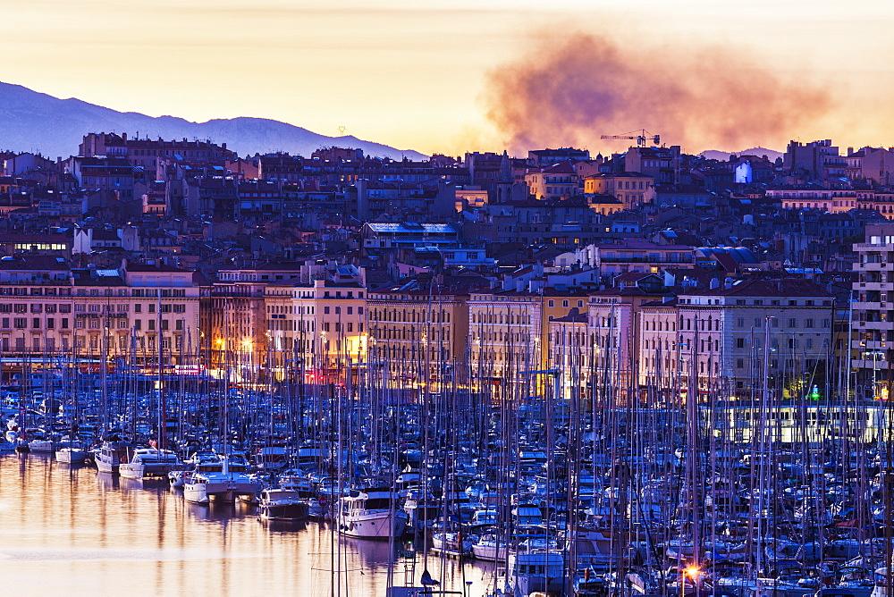 France, Provence-Alpes-Cote d'Azur, Marseille, Cityscape with Vieux port - Old Port at sunset