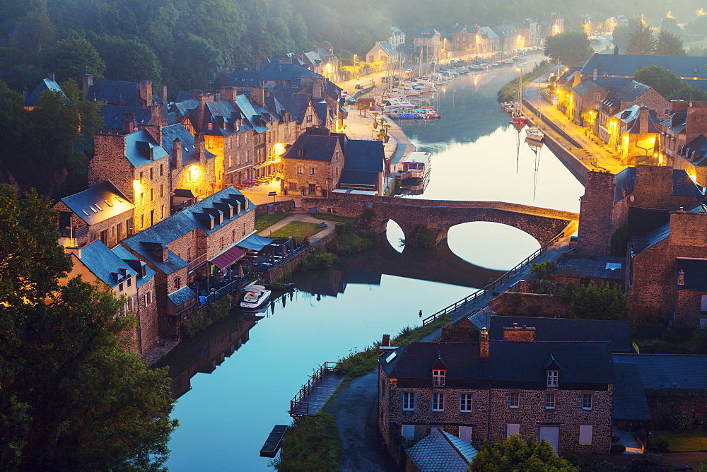 France, Brittany, Dinan, Cityscape with river at dawn