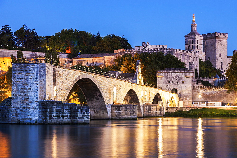 France, Provence-Alpes-Cote d'Azur, Avignon, Pont Saint-Benezet on Rhone River and Avignon Cathedral at dusk