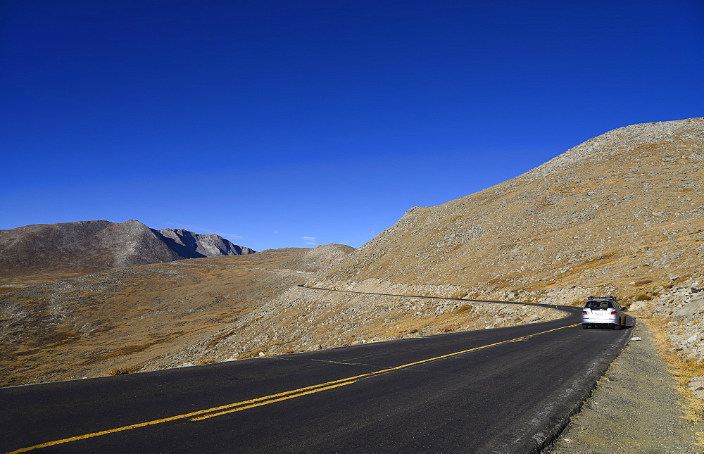 USA, Colorado, Country road in Mount Evans landscape