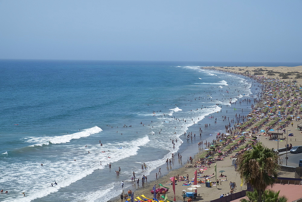 Spain, Gran Canaria, Maspalomas, Crowded beach