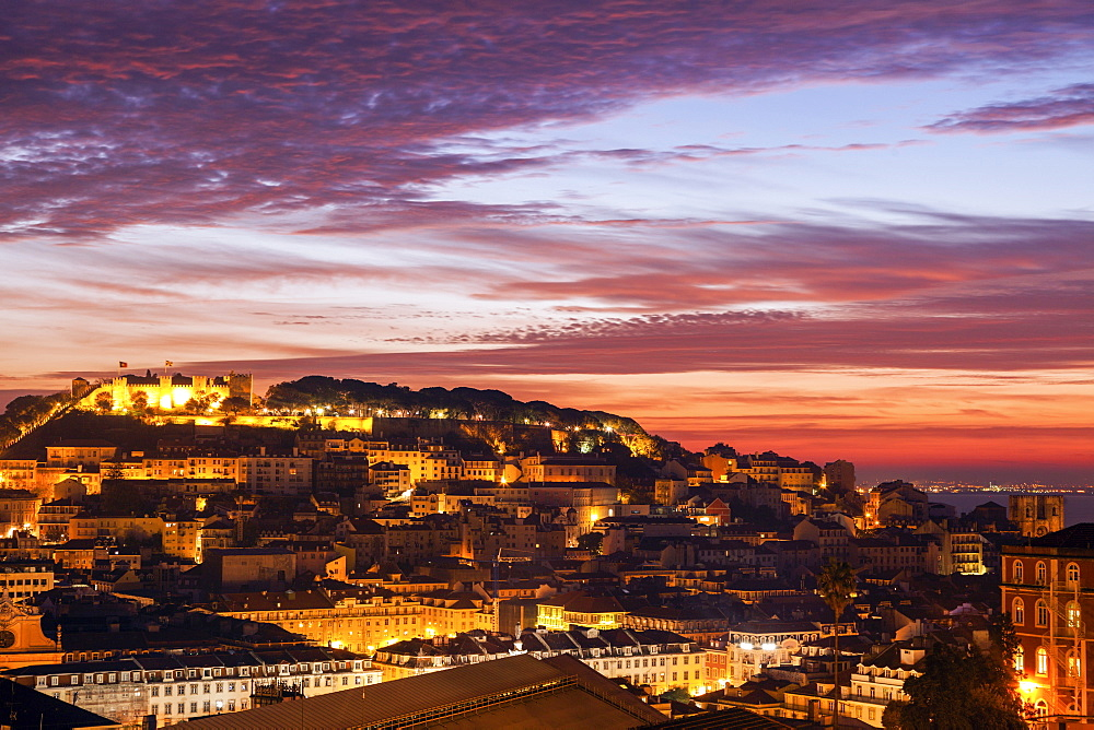 Portugal, Lisbon, Saint George's Castle above Old Town in Lisbon at dusk