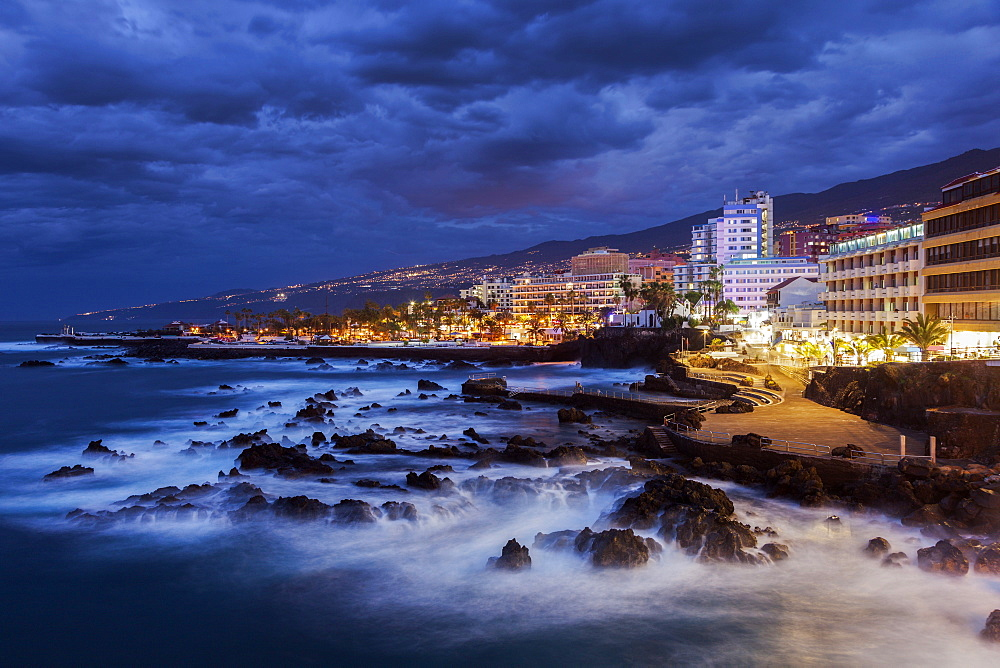 Spain, Canary Islands, Tenerife, Puerto de la Cruz, Puerto de la Cruz at night