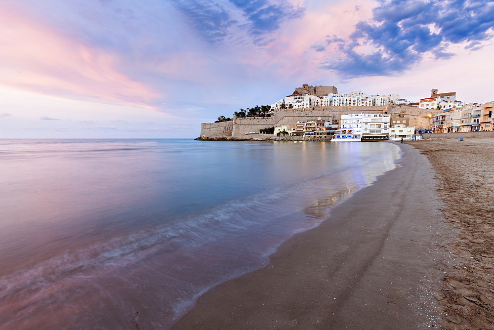 Spain, Valencian Community, Peniscola, Waterfront town at sunset - 1178-26218