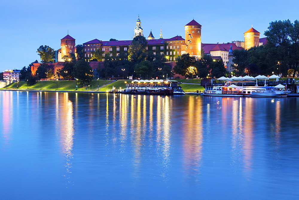 Poland, Lesser Poland, Krakow, Wawel Castle across Vistula River