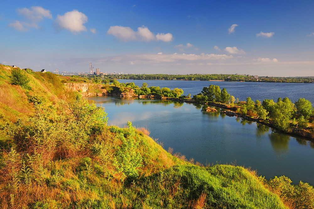 Ukraine, Dnepropetrovsk, Landscape with pond and river on sunny day