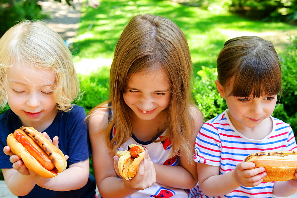 Children eating hot dogs