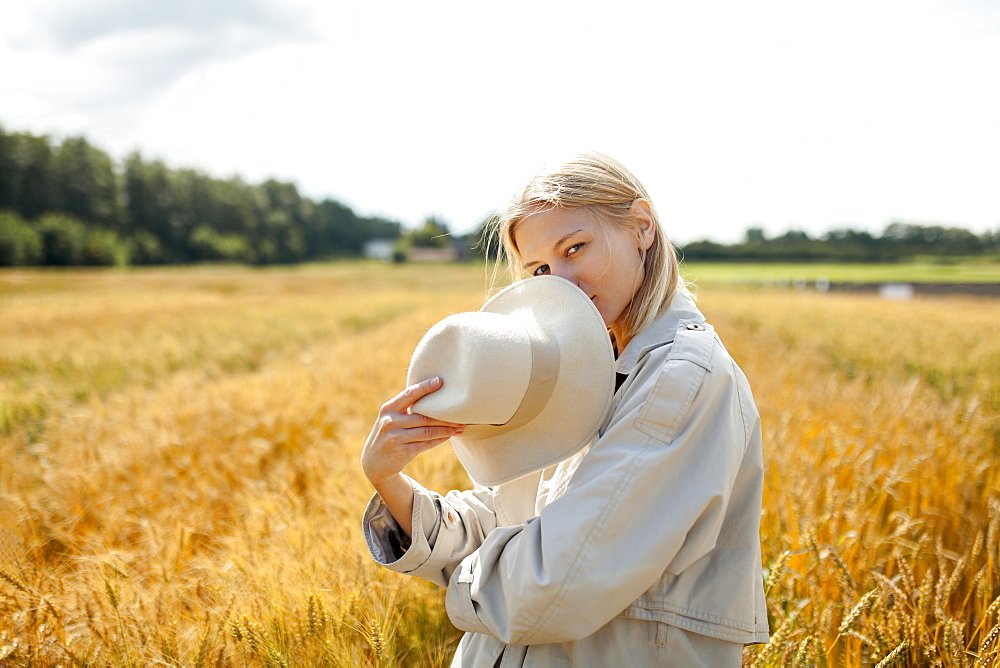 Young woman with fedora in wheat field - 1178-28547