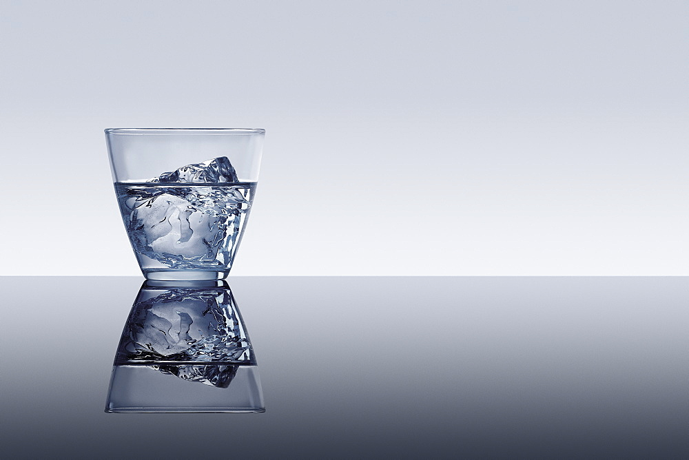 Gin with ice